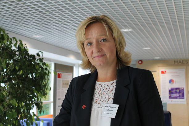 Pelastakaa Lapset ry:n asiantuntija, psykoterapeutti Nina Vaaranen-Valkonen on sitä mieltä, ettei Suomen lainsäädäntö ole tällä hetkellä lapsen edun mukaista.