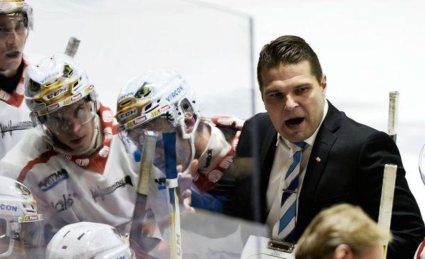 Valmentaja Tomek Valtosen vaasalaismiehistö voitti lohkonsa Raumalla.