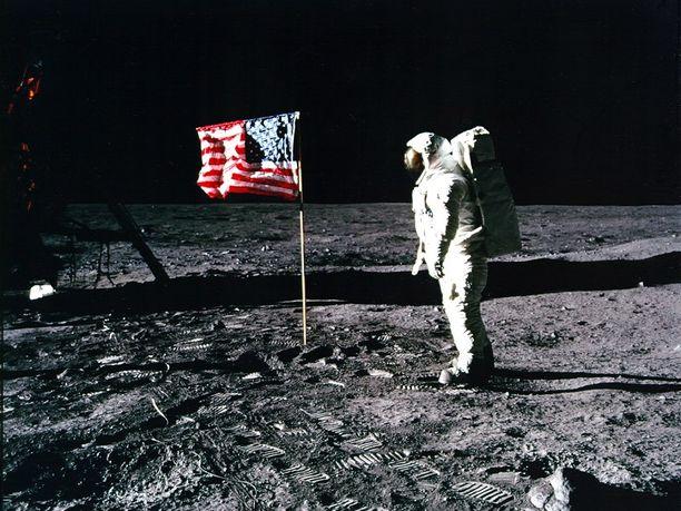 """Edwin """"Buzz"""" Aldrin kuun pinnalla heinäkuussa 1969."""