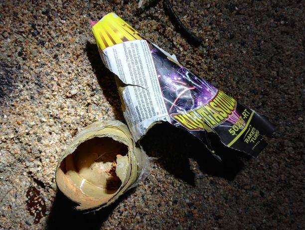 Espoolaismiehen hankkima Kultasuudelma räjähti kappaleiksi pian sytytyslangan palamisen jälkeen.