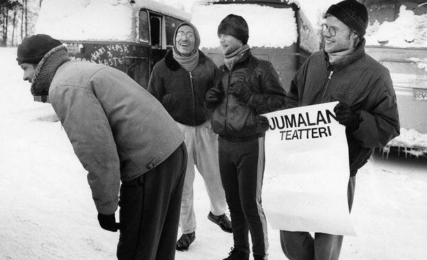 Neljä teatteriopiskelijaa Oulun teatteripäivillä vuonna 1987.