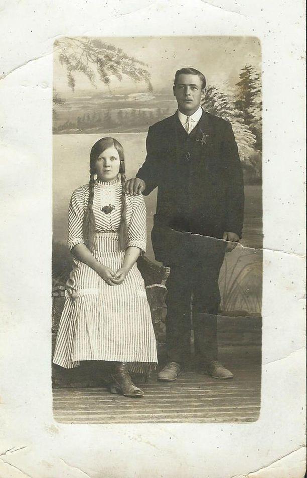 Valokuva toisesta tunnistetusta vainajasta Karl Ivar Stenroosista ja tämän vaimosta Elinasta.