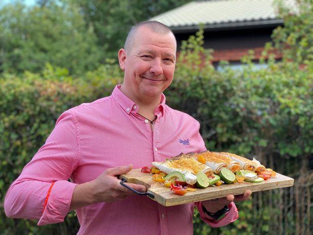 Pete Tevajärvi valmisti Hetki-tuotteista uudenlaisia kokonaisuuksia. Täältä saapuvat syksyn 2021 parhaat valmisruokareseptit.