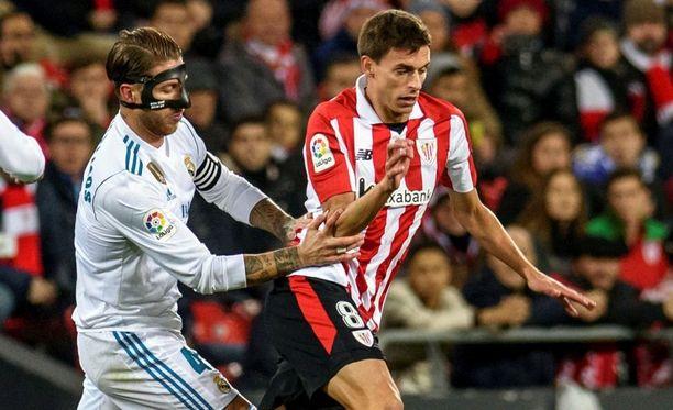 Sergio Ramos (vas.) otti jo kauden toisen punaisen korttinsa lauantaina.