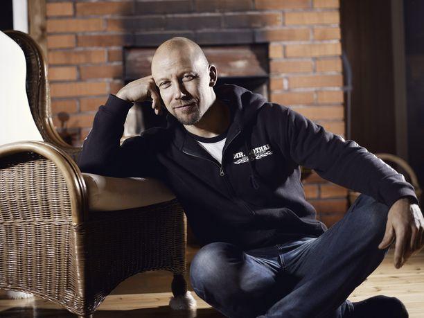 Mr. Lothar, oikealta nimeltään Anssi Viskari on Suomen tunnetuin aikuisviihdeammattilainen.