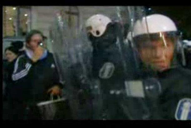 Ulkopuolisen kuvaamalla videolla Arhinmäen dramaattinen kiinniotto näkyy selvästi.
