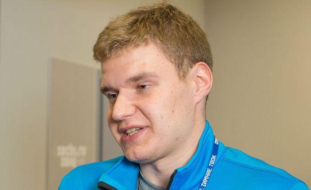 Aleksander Barkov vieraili Tampereen tenniskeskuksessa maanantaina. Arkistokuva.
