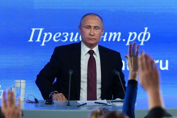 Vladimir Putin vastaili toimittajien kysymyksiin torstaina Moskovassa.