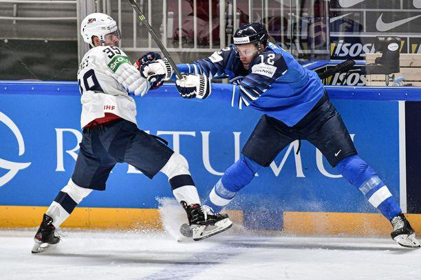 Leijonien kapteeni Marko Anttila kamppailee USA:ta vastaan viimekeväänä Latvian MM-turnauksessa. Anttila nähtäneen maajoukkueessa tälläkin kaudella.