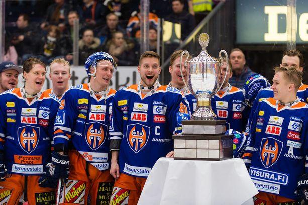 Ilves-kiihkoilusta huolimatta Tappara on varma Suomen mestari vuonna 2017. Runkosarjan voitto tuli jo kirvesrinnoille suvereenin esityksen jälkeen.