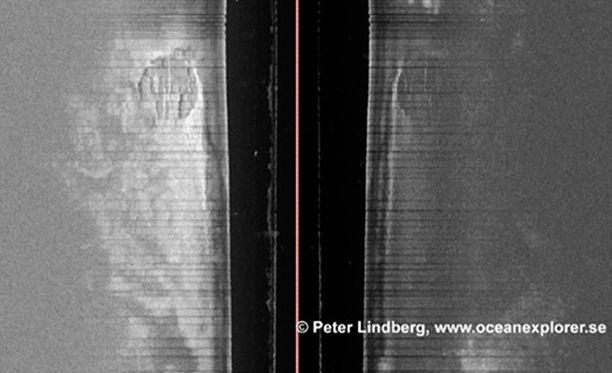 Sukeltajat havaitsivat noin vuosi sitten kaikuluotaimella Itämeren pohjassa outoja sylintereitä.