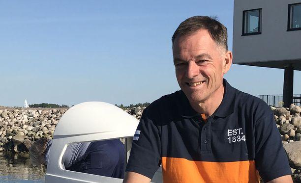Tapio Lehtinen on lähdössä purjehdukselle, jolta hän palaa kotiin ensi vuoden pääsiäiseksi.