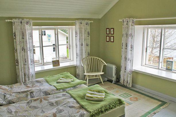 Meijerin majatalon jokainen huone on sisustettu eri tavalla. Meijjerskän kammari on keväisen vihreä.