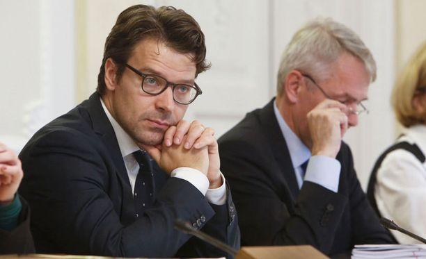 Vihreät erosivat hallituksesta syyskuussa. Ville Niinistön ympäristöministerin pestin peri Sanni Grahn-Laasonen.