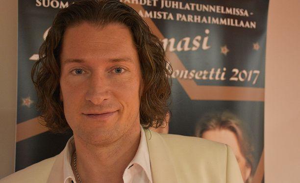 Tomi Metsäketo on tunnettu suomalainen laulaja. Hän osallistui Tähdet, tähdet -lauluohjelmaan syksyllä 2017.