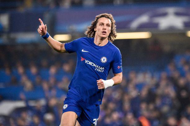 David Luiz tuuletti maaleja Chelsean paidassa, mutta MM-kisoissa miestä ei nähdä.