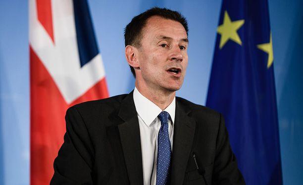 Britannian ulkoministeri Jeremy Hunt haluaisi EU:n seuraavan Yhdysvaltojen linjaa ja lähtevän mukaan entistä tiukempiin Venäjä-pakotteisiin.