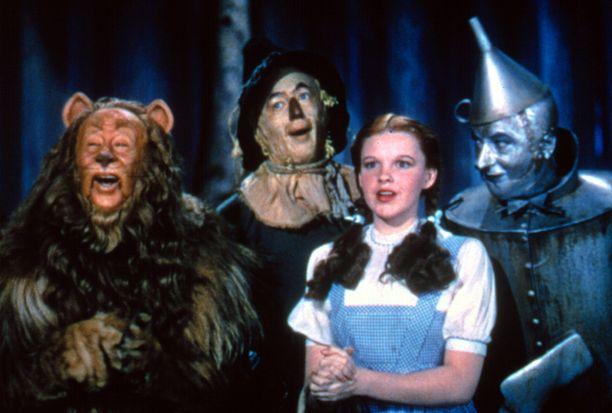 Ihmemaa Ozin Dorothyllä on hänelläkin sinistä päällään.