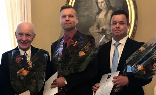 Vuoden isät 2017 Antero Lindeberg (vasemmalla), Janne Nordman ja Miika Niemelä palkittiin tänään Valtioneuvoston juhlahuoneistossa Helsingissä.