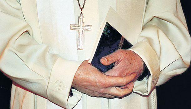 Rippileiri Mäntässä keskeytyi etuajassa papin saatua raivokohtauksen.