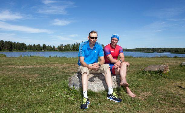 Hyvä valmennussuhde on tärkeä. Kuvassa Heikki Mäkelä vasemmalla, valmentaja Kimmo Koivisto oikealla.