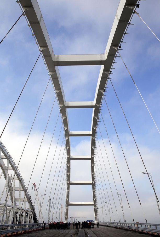 Sillan pituus on 19 kilometriä.