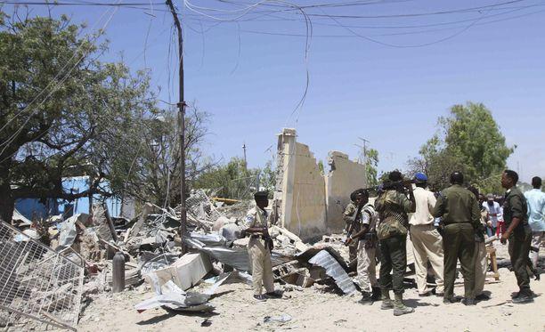 Iskun tekijäksi ilmoittautui ääri-islamilainen al-Shabaab, jonka tavoitteena on syöstä Somalian nykyinen hallitus vallasta.