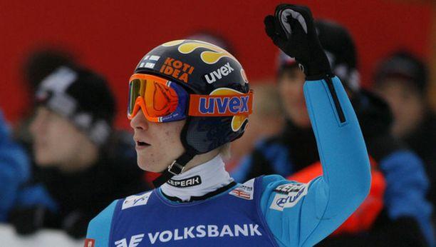Ville Larinto hyppäsi Kulmissa ensi kertaa kilpaa lentomäessä.