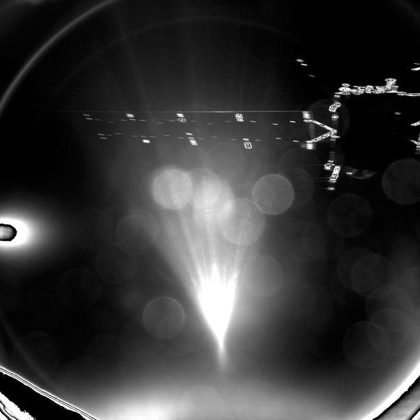 Euroopan avaruusjärjestö Esan Rosetta-luotaimelta lähtenyt Philae -laskeutuja teki viime vuonna historiaa laskeutuessaan 67P/Churyumov-Gerasimenkon komeetalle.