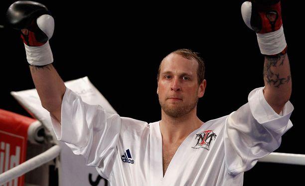 Robert Helenius voitti ottelunsa kolmannessa erässä teknisellä tyrmäyksellä.