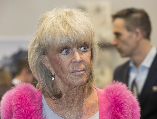 82-vuotias Birgitta on koulutukseltaan voimistelunopettaja.