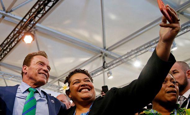Moni halusi yhteiskuvaan Schwarzeneggerin kanssa.