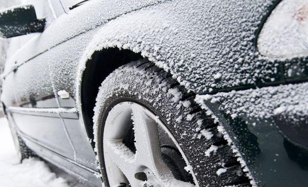 Autosi on koetuksella talvella.