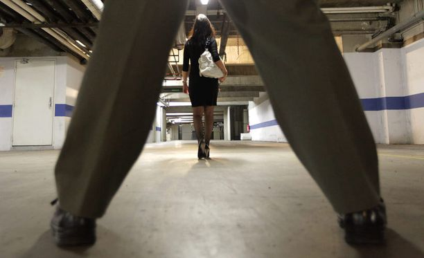 Lakiuudistuksessa ehdottaan muun muassa nykyistä useampien seksuaalirikosten kokoamista raiskauspykälän sisälle.