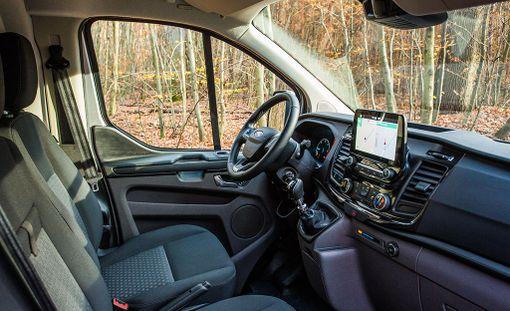 Ohjaamo on ajoergonomialtaan hyvä ja varsin henkilöautomainen.
