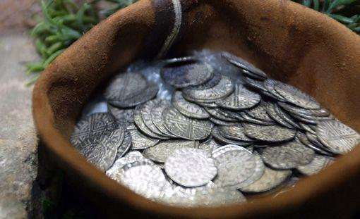 1200-luvun hopearahoja.