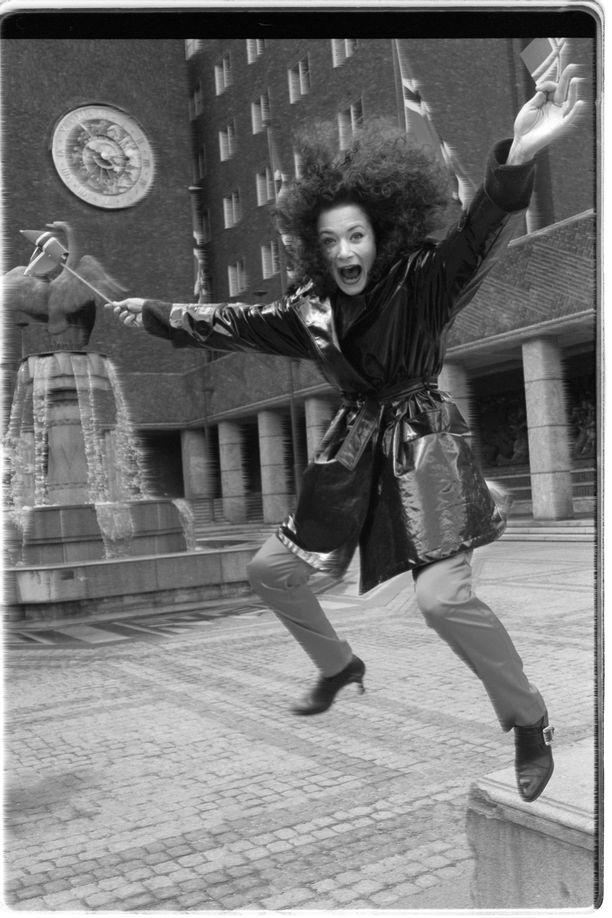 Jasminen Niin kaunis on taivas (1996) kuultiin Oslossa. Euroviisumenestystä kappale ei nauttinut. Biisi jäi jumbosijalle.