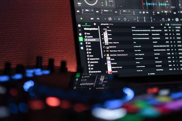 Cookie Monsta ehti tehdä musiikkia yli kymmenen vuotta. Arvostettu artisti esiintyi lukuisilla kansainvälisillä festivaaleilla aina Glastonburysta Electric Zoo -festivaaliin saakka.