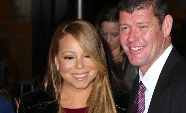 Mariah Carey ja James Packer poseerasivat syyskuussa valokuvaajille.