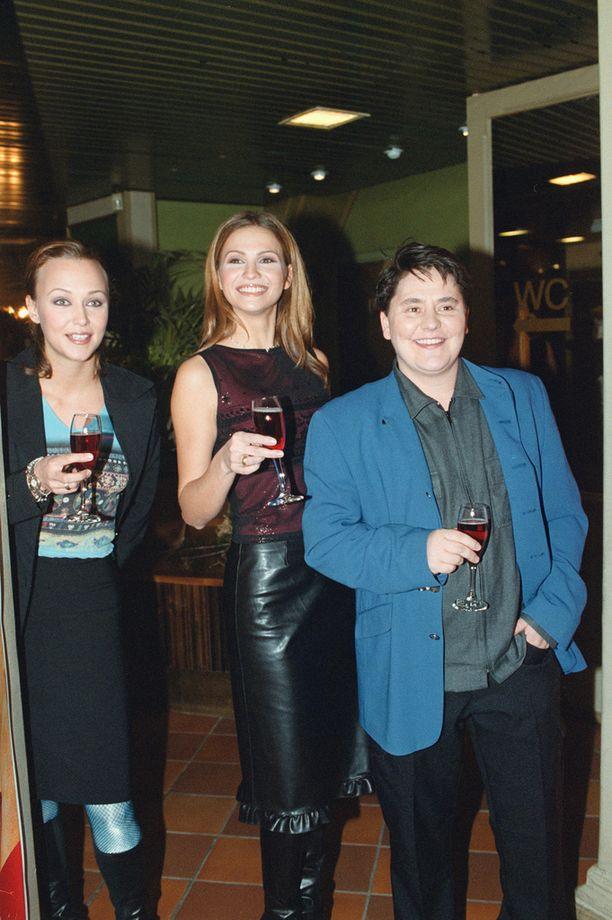Miisa, Janina ja musiikkialan taustavaikuttaja Cris Owen vuonna 1999.