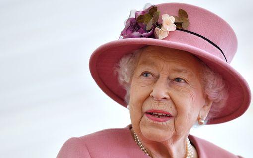 Brittilehdet spekuloivat: Kuningatar Elisabet luopuu kruunustaan ensi vuonna – tosin vastahakoisesti