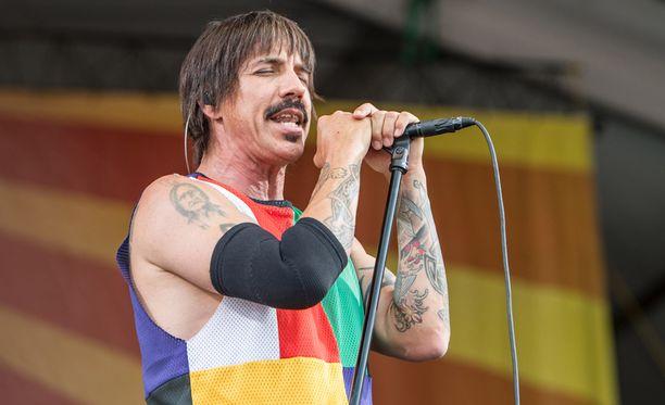 Anthony Kiedis kärsi tiettävästi kovista vatsakivuista, eikä keikan vetäminen onnistunut.