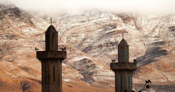 Amatöörikuvaaja ikuisti harvinaisen lumen Algeriassa.
