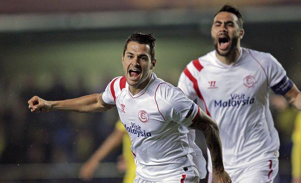 Sevillan Vitolo juhlii Eurooppa-liigan nopeinta maalia.