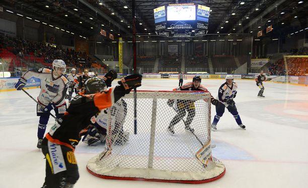 Mestiksessä pelataan ensi kaudella hieman aiempaa vähemmän runkosarjaotteluita. Kuva viime kaudelta ottelusta KooKoo-LeKi.