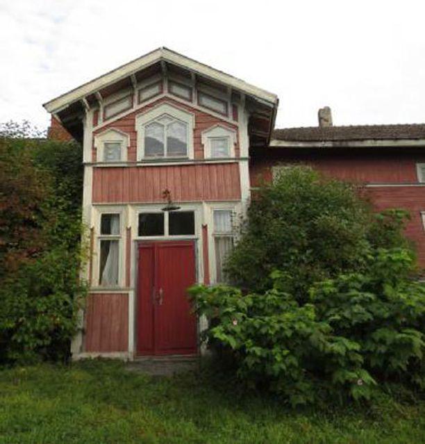 1700-luvulla rakennettua hirsitaloa Kokkolassa kaupataan 35 000 euron hintaan.