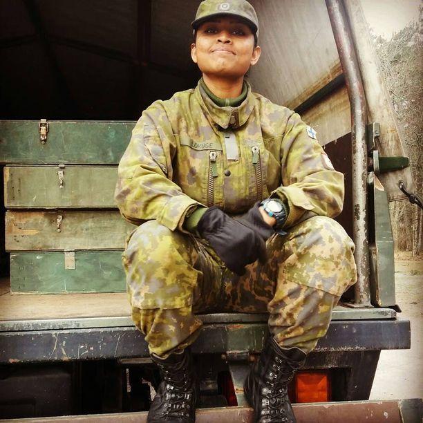 Tammikuussa armeijan aloittanut Lokuge on sotilasarvoltaan kaartinjääkäri.