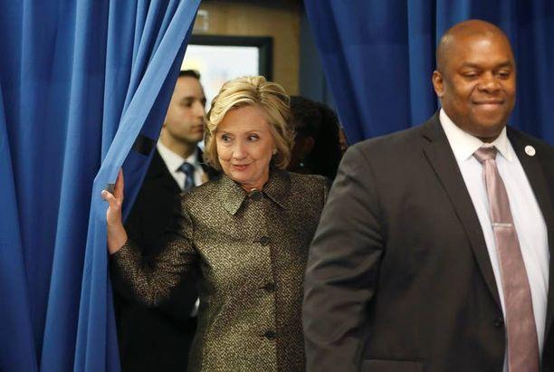 Hillary Clinton kirosi ja heitti Bill Clintonia tavaroilla, kun tämä jäi kiinni salasuhteestaan Monica Lewinskyyn.
