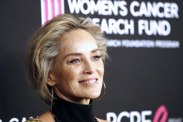 Sharon Stoneen koronatartunnan saanut Kelly-sisko taistelee hengestään.