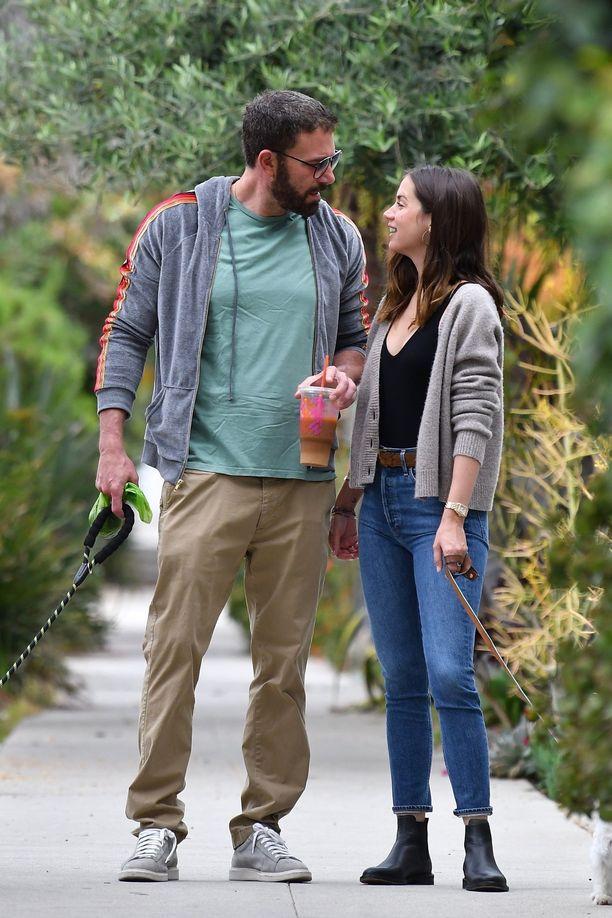 Ben Affleck ja Ana de Armas ovat seurustelleet puoli vuotta.